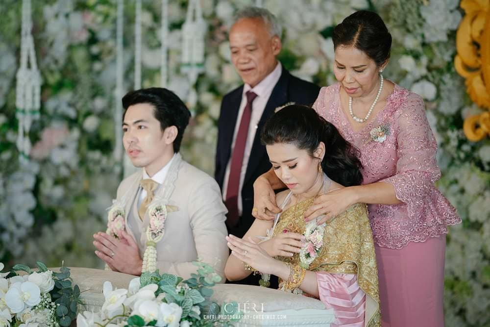 RuenPraKaiPetch thai wedding ceremony cheri weding 198 - รีวิว ภาพถ่ายผลงาน งานแต่งพิธีหมั้นแบบไทย สถานที่จัดงานแต่งงาน ริมทะเลสาบ เรือนประกายเพชร เรือนไทยสไตล์โคโลเนียล คุณสุนิธี และคุณนัฐวุฒิ