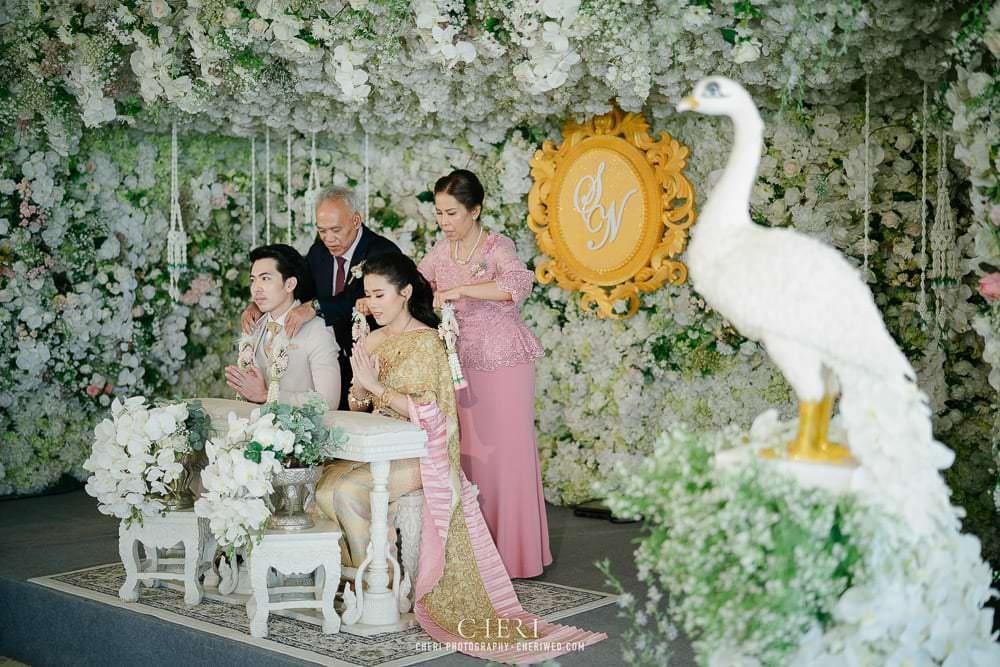 RuenPraKaiPetch thai wedding ceremony cheri weding 197 - รีวิว ภาพถ่ายผลงาน งานแต่งพิธีหมั้นแบบไทย สถานที่จัดงานแต่งงาน ริมทะเลสาบ เรือนประกายเพชร เรือนไทยสไตล์โคโลเนียล คุณสุนิธี และคุณนัฐวุฒิ