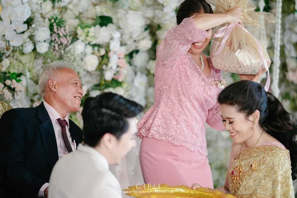 RuenPraKaiPetch thai wedding ceremony cheri weding 173 - รีวิว ภาพถ่ายผลงาน งานแต่งพิธีหมั้นแบบไทย สถานที่จัดงานแต่งงาน ริมทะเลสาบ เรือนประกายเพชร เรือนไทยสไตล์โคโลเนียล คุณสุนิธี และคุณนัฐวุฒิ