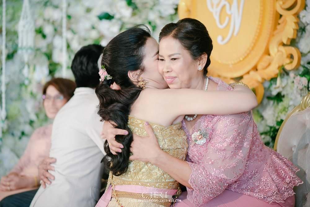 RuenPraKaiPetch thai wedding ceremony cheri weding 167 - รีวิว ภาพถ่ายผลงาน งานแต่งพิธีหมั้นแบบไทย สถานที่จัดงานแต่งงาน ริมทะเลสาบ เรือนประกายเพชร เรือนไทยสไตล์โคโลเนียล คุณสุนิธี และคุณนัฐวุฒิ