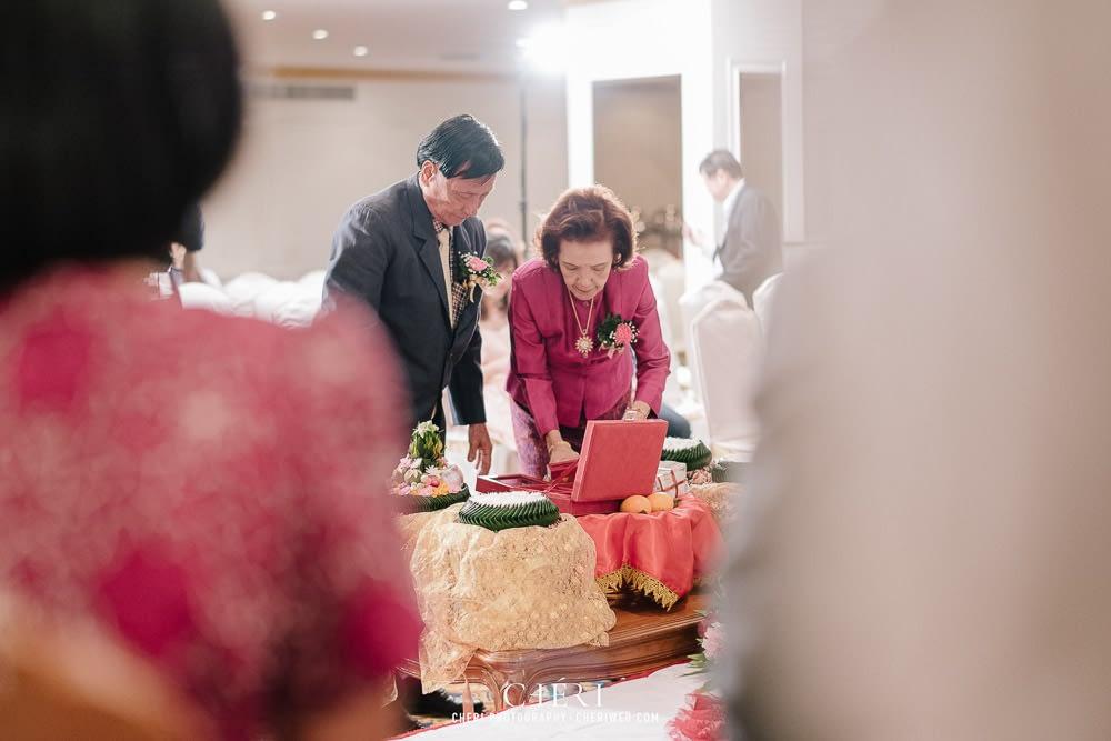 tawana bangkok hotel thai wedding ceremony 47 - Tawana Bangkok Hotel Charming Thai Chinese Wedding Ceremony, Rattaya & Sukij